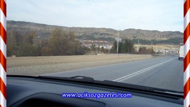 Bölünmüş Yol Biterken Köy Yolu kavşaklarında tehlike kapıda..!
