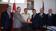İlçe Jandarma Komutanına plaket