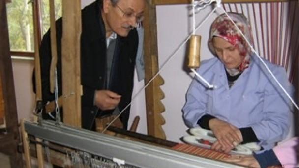 Sıvacıoğlu El Sanatları EğitimMerkezi`ni ziyaret etti