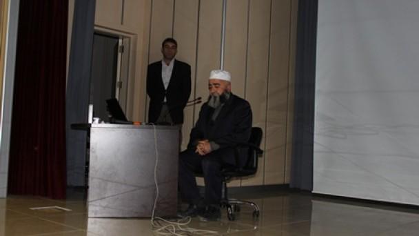 """""""Kur'an-ı Kerim'e Karşı Görevlerimiz"""" Konferansına Olağanüstü İlgi"""