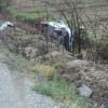 Minibüs sulama kanalına düştü