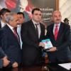 Tosya'da Bakana Kitap Hediye Edildi