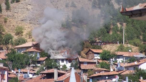 Tosya'da Günortasında Korkutan Yangın