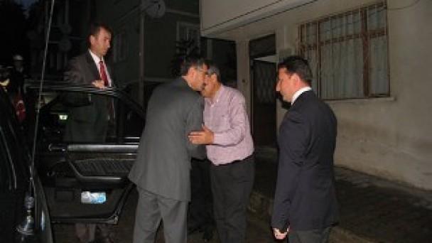 Vali Bektaş, Başkan Ayanoğlu`na taziye ziyaretinde bulundu