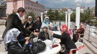 Nalbantoğlu, Karanfiller Dağıtarak Anneler Gününü Kutladı