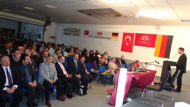 Özkan'dan Almanya'da Konfearans