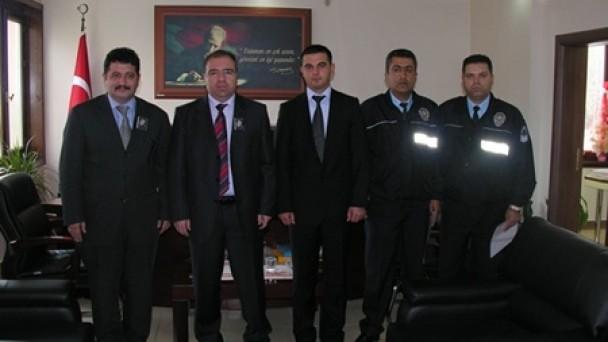 KAYMAKAM TÜRKÖZ,RÜŞVETİ REDDEDEN POLİSLERİ ÖDÜLLENDİRDİ