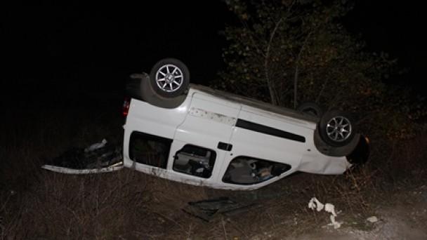 Aşırı hız ve yorgunluktan doğan kaza ucuz atlatıldı