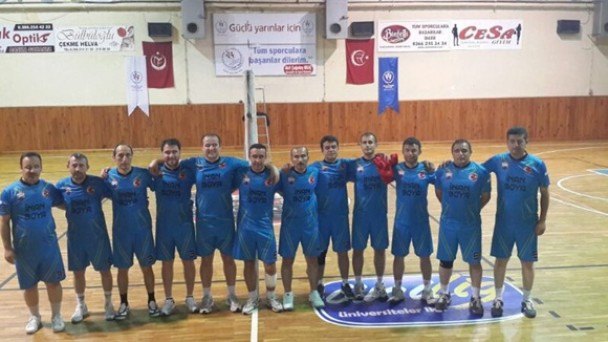 Tosya Kaymakamlığı voleybol takımı çeyrek finalde