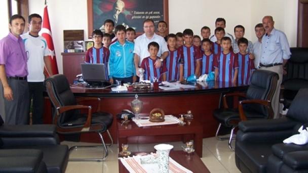 Şampiyonlar Kaymakam Türköz'ü ziyaret etti