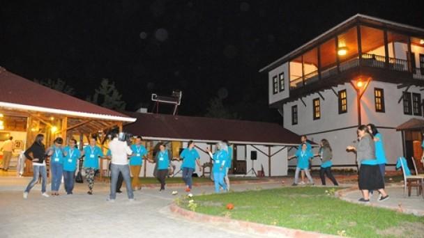 23 farklı ülkeden 27 öğrenci Tosya'yı gezdi