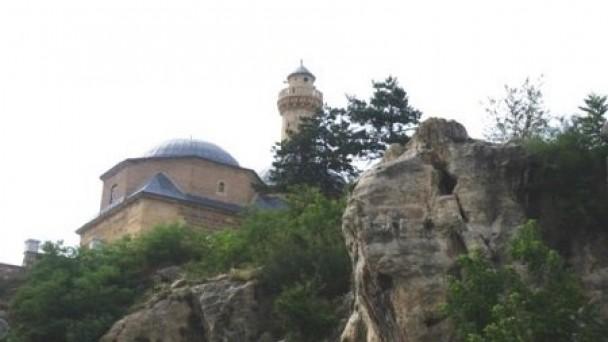 """558 Yıllık """"Temelsiz Cami"""""""