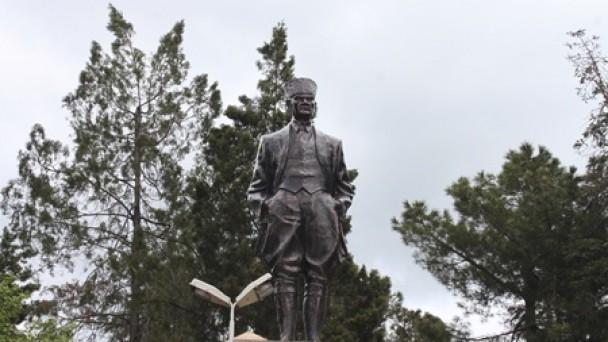 Atatürk Anıtı  bugün açılıyor