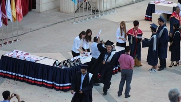 Tosyalı öğrencinin mezuniyet coşkusu