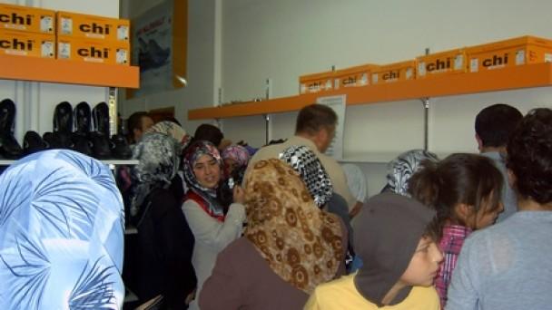 Fabrika Fiyatına Satış, Mağaza Boşalttırdı