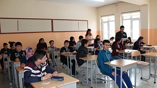 Tosya' da 490 Öğrenci Sınavda Ter Döktü