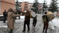 Rektör Gökçebay, istifa edince öğretim üyesi ve öğrenciler göbek attı