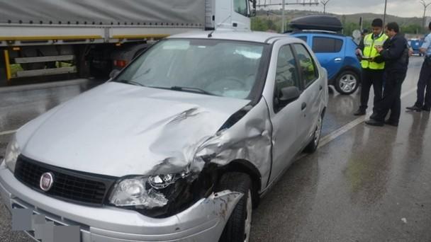 Kavşakta Kaza; 3 Yaralı