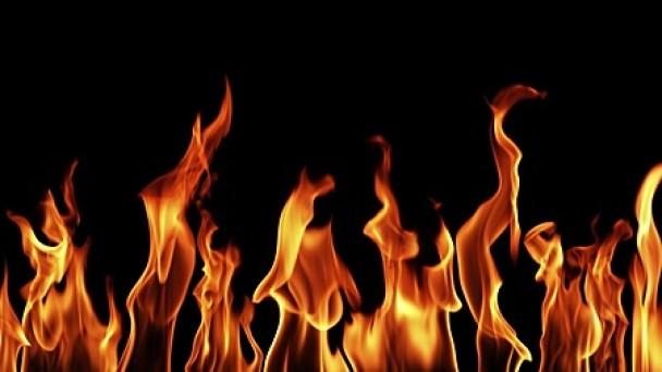 Yangında 1 ev kül oldu