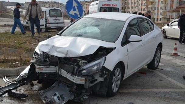 Çorum Kavşağında Trafik Kazası: 9 Yaralı