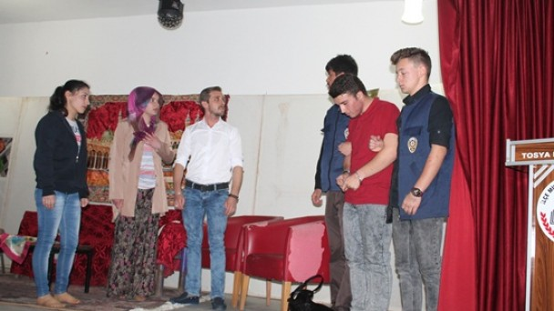Tosya Tiyatro Kulübü'nden Öğrencilere Tiyatro Oyunu