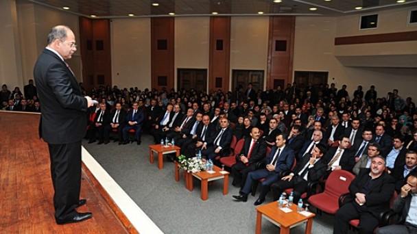 Prof. Dr. Recep Akdağ Konferans Verdi