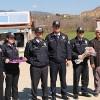 Polis Sürücülere Çikolata ve Karanfil Dağıttı