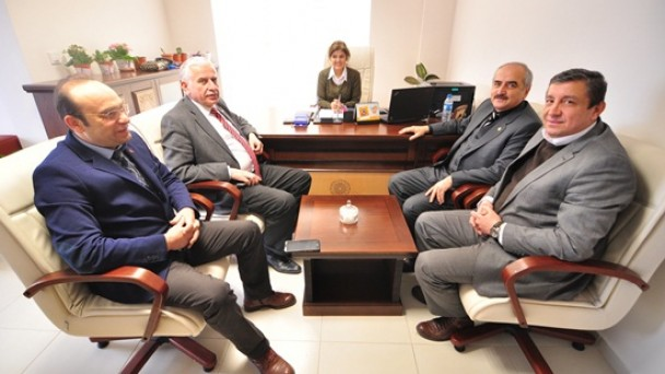 Başkan Şahin'den Huzurevine Ziyaret