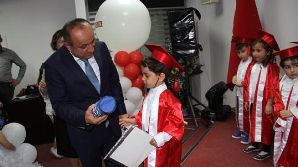 Belediye kreşi mezunlarını verdi