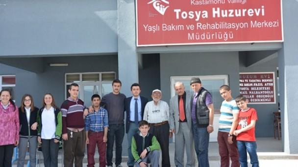 Öğrencilerden Huzurevine Ziyaret
