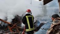 Suluca Köyü'nde 1 ev ve samanlık kül oldu