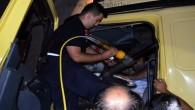 Sürücüyü itfaiye ekipleri kurtardı