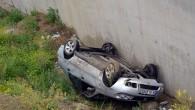 Otomobil Kanala Uçtu: 2 Yaralı