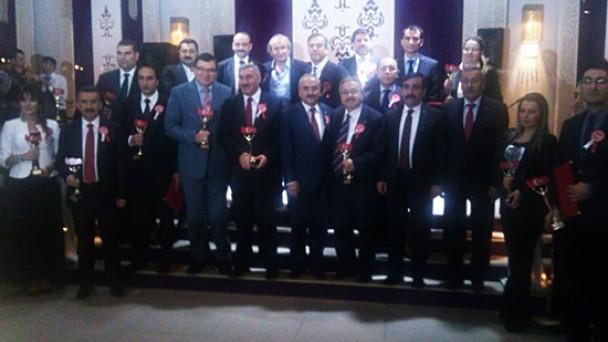 Başkan Şahin'e 'Hizmet Adamı'  Ödülü
