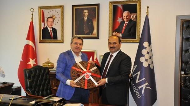 Ankara'da Ziyaretlerde Bulundu