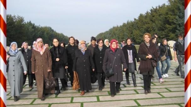 """Kastamonu Ak Parti Kadın Kolları """"Kadın Hakları Günü""""nde Anıtkabirdeydi"""