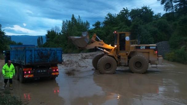 Tosya-Kastamonu Yolu Selden Dolayı Trafiğe Kapandı