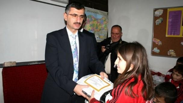 Diploma ve Sertifikalarını Vali BEKTAŞ'ın elinden aldılar