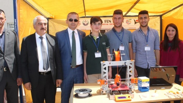 """Tosya Fen Lisesi'nde """"Tübitak 4006 Bilim Fuarı"""" Düzenlendi"""