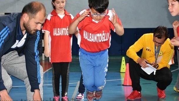 Tosya'da İlkokullar arası Fiziksel Etkinlik Oyunları yarışması yapıldı