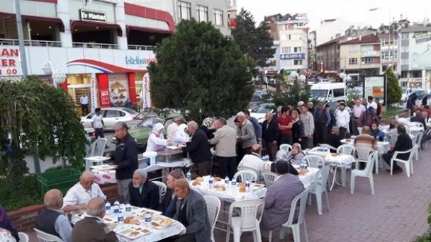 Din Gönüllüleri Derneğinden iftar Yemeği