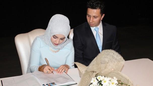 Gazeteci Mustafa Kürşat Bazlamaççı Evlendi