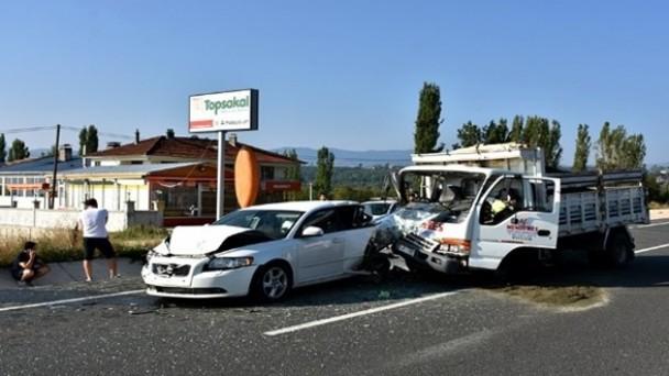 Tosya'da zincirleme trafik kazası: 3 yaralı