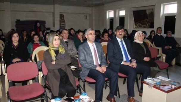 Kız Meslekte Mustafa Kutlu Paneli