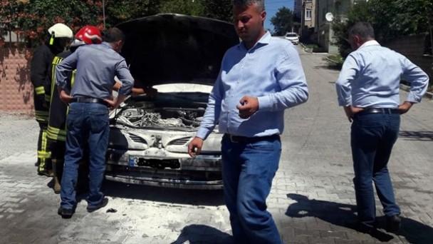 Hastane Sokakta Otomobil Yangını