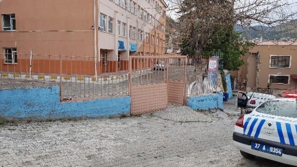 Okula silahla ateş eden şahıs tutuklandı