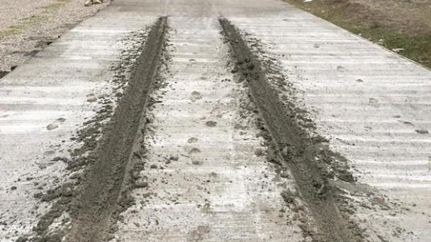 Kastamonu'da dökülen beton yola zarar verdi