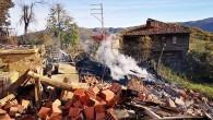 Kastamonu'da yangında 4 ev kullanılamaz hale geldi