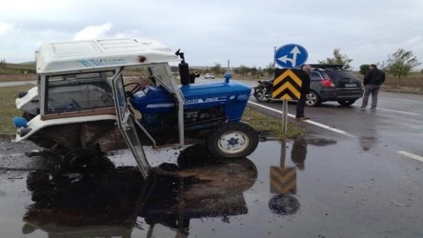 Traktör ile cip çarpıştı: 4 yaralı