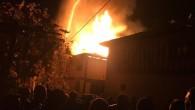 Tosya Karabey köyünde 2 katlı bir ev tamamen yandı